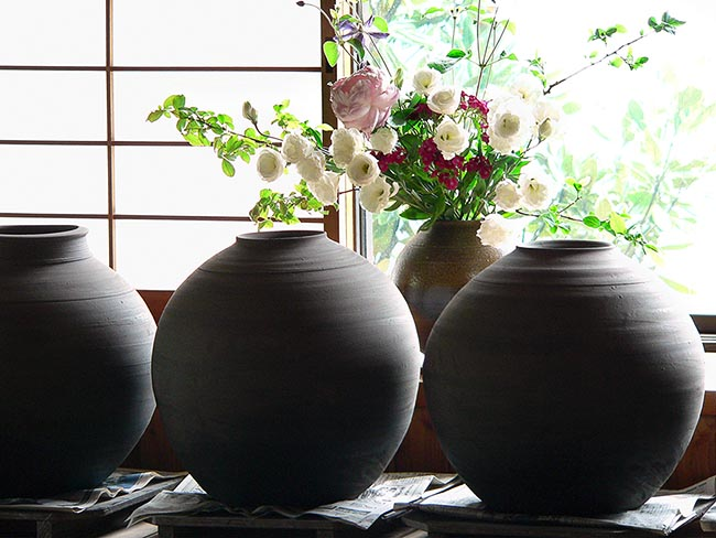 [© Unfired pots, Bizen Pottery by Amory B. Lovins is described with Fine Art, Stock, Beige, Black, Brown, Cold, Gray, Hot, Neutrals, Green, Pink, Reds, White, Flowers, Iris, Peonie, Pottery, Window, High Key, Bizen, Japan, 2005, April, Spring, Summer, Horizontal, International, Color hit 4470 rate ]