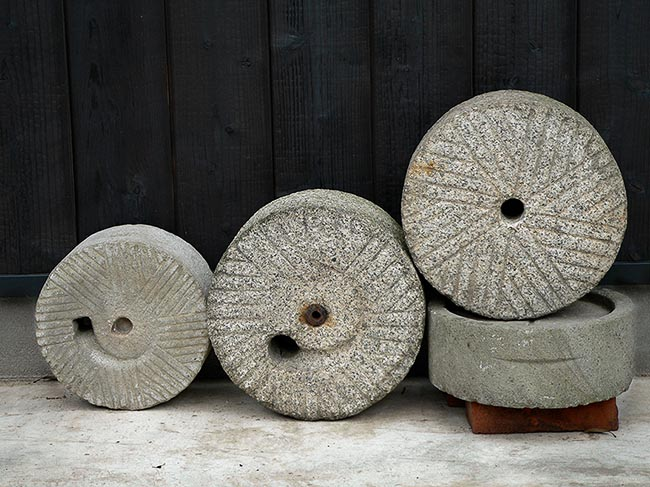 [© Millstones, Ine by Amory B. Lovins is described with Fine Art, International, Stock, Beige, Black, White, Gray, Neutrals, Brown, Antiques, Carving, Old things, Millstone, Japan, Tango Peninsula, Port, Coastline, Village, Town, Harbor, 2005, Autumn, Horizontal, Color hit 12761 rate ]